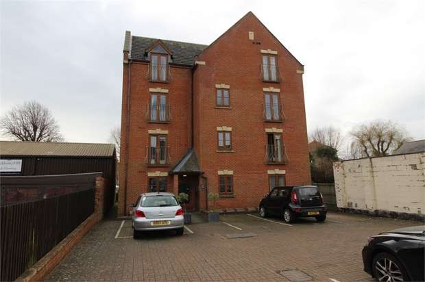 2 Bedrooms Flat for sale in 70 St Marys Road, Market Harborough, Leicestershire