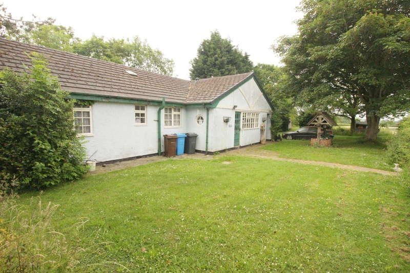 4 Bedrooms Detached Bungalow for sale in Kirkham Road, Freckleton