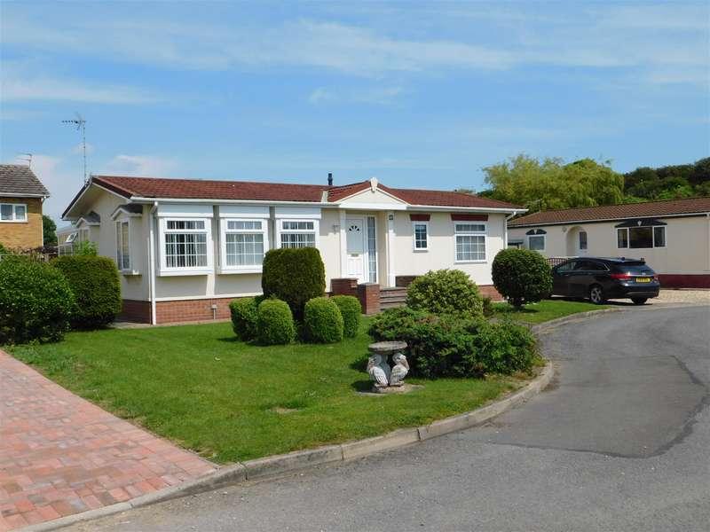 2 Bedrooms Detached Bungalow for sale in Four Seasons Park, Chapel St. Leonards, Skegness, PE24 5YW