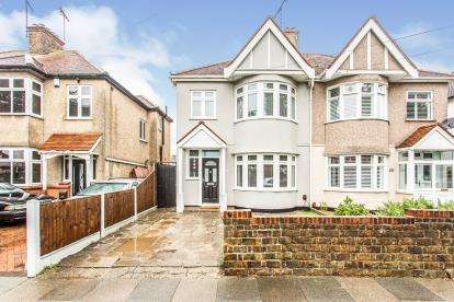 3 Bedrooms Semi Detached House for sale in Southend-On-Sea, ., Essex