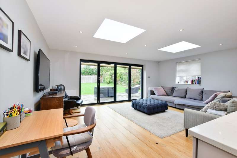 4 Bedrooms Detached House for sale in One Pin Lane, Farnham Common, SL2