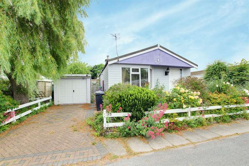2 Bedrooms Park Home Mobile Home for sale in Seaholme Road, Mablethorpe