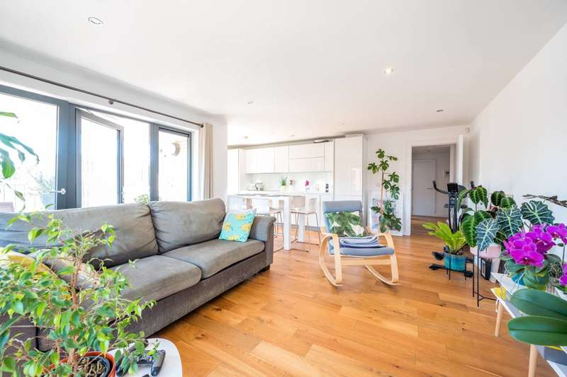 2 Bedrooms Flat for rent in Eythorne Road, Brixton, SW9