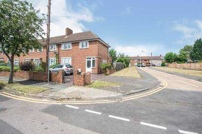 2 Bedrooms End Of Terrace House for sale in Romford, Havering, Essex