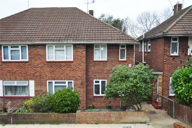 2 Bedrooms Maisonette Flat for rent in The Vale, London, N14