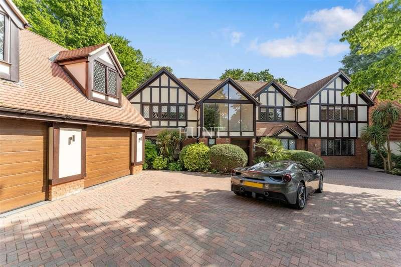 6 Bedrooms Detached House for sale in Stradbroke Park, Chigwell IG7