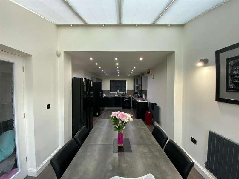 4 Bedrooms Detached House for sale in Stillington Crescent, Hamilton, Leicester