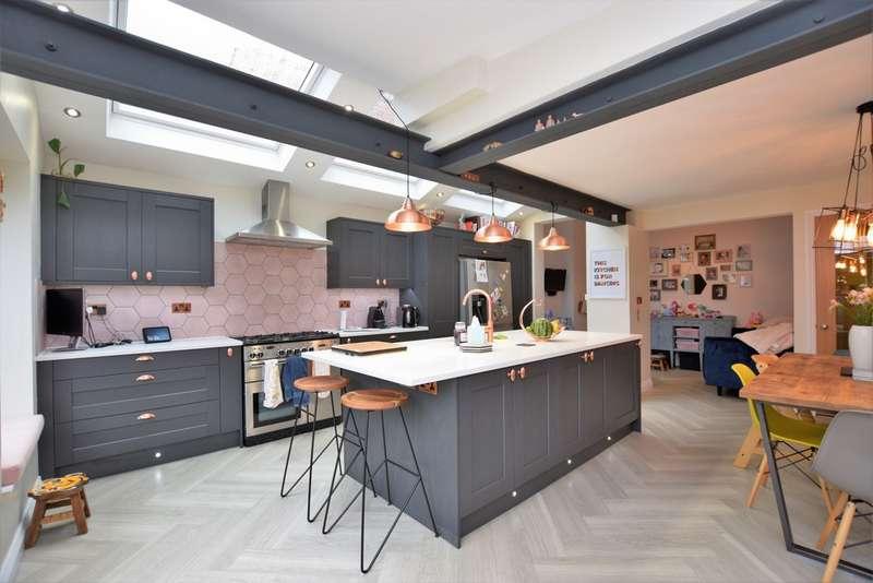 4 Bedrooms Detached House for sale in Glebe Road, West Bridgford, NG2 6DS
