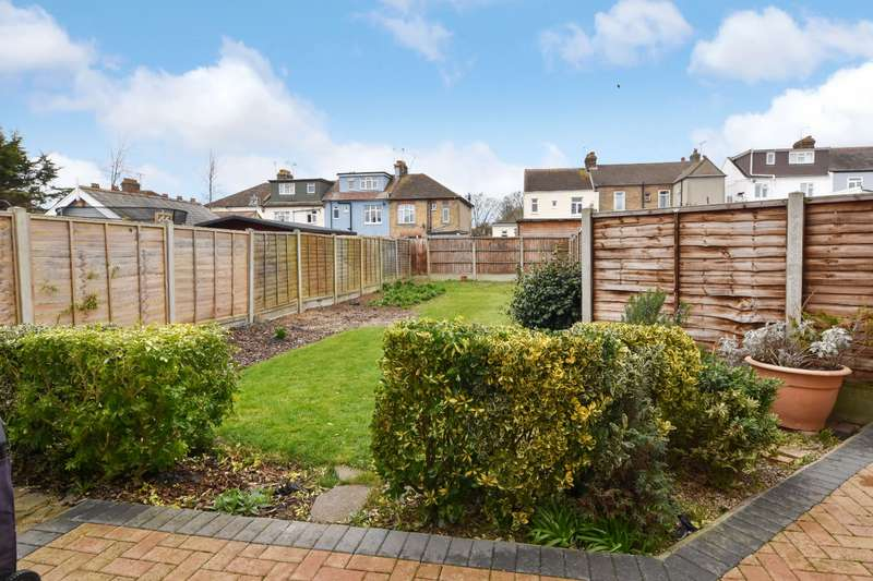2 Bedrooms Apartment Flat for sale in Kensington Road, Southend-on-Sea, Essex, SS1