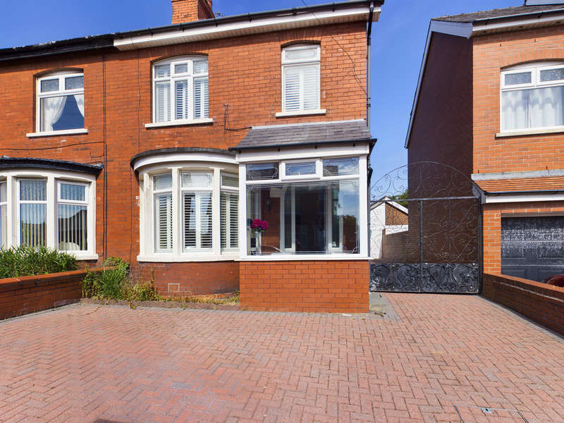 4 Bedrooms Semi Detached House for sale in Briercliffe Avenue, Blackpool