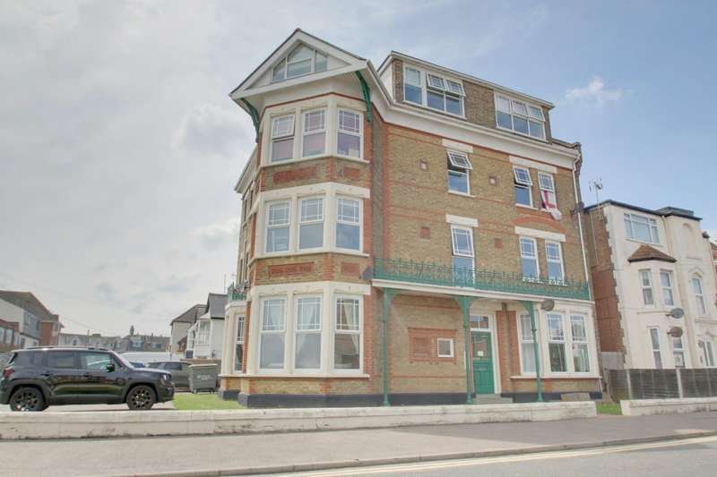 2 Bedrooms Flat for sale in Harold Road, Clacton-On-Sea