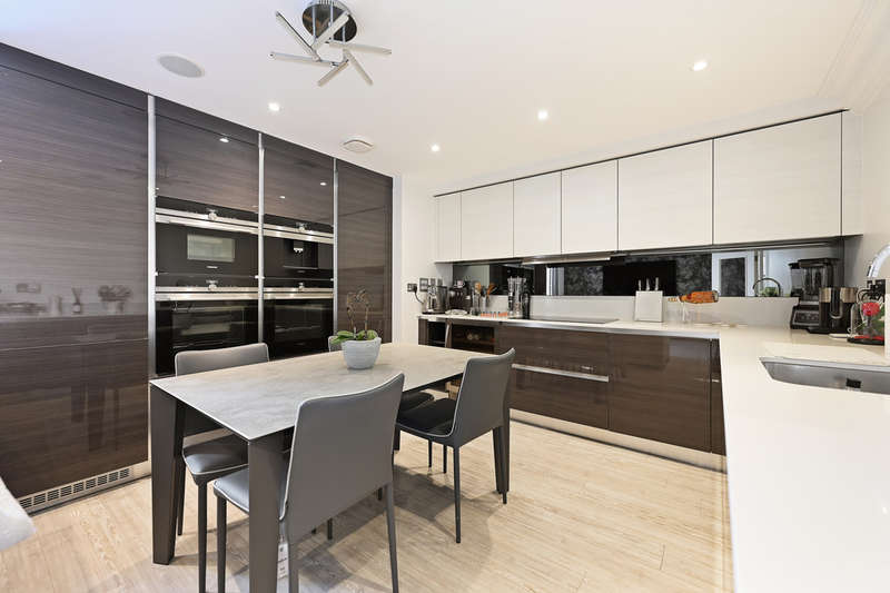 2 Bedrooms Flat for sale in Cambridge Court, Holborn Close