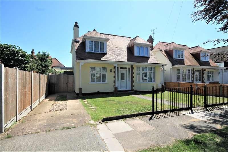 4 Bedrooms Detached House for sale in Albert Gardens, East Clacton