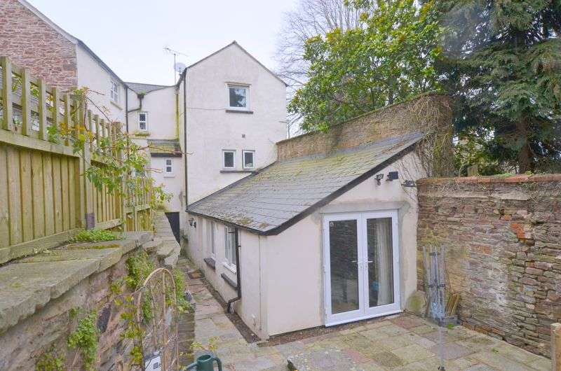4 Bedrooms Property for sale in Raglan Gardens, Lydney