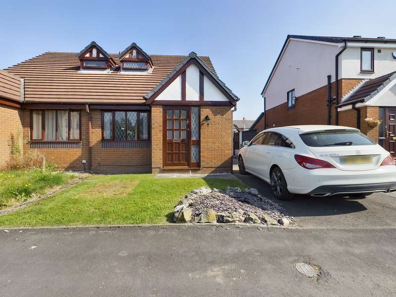 2 Bedrooms Semi Detached House for sale in Bexhill Drive, Leigh, Greater Manchester, WN7
