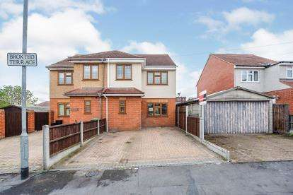 3 Bedrooms Semi Detached House for sale in Takeley Close, Romford, Havering