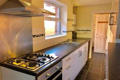 3 Bedrooms End Of Terrace House for rent in Grove Road, Leicester, LE5 3HJ