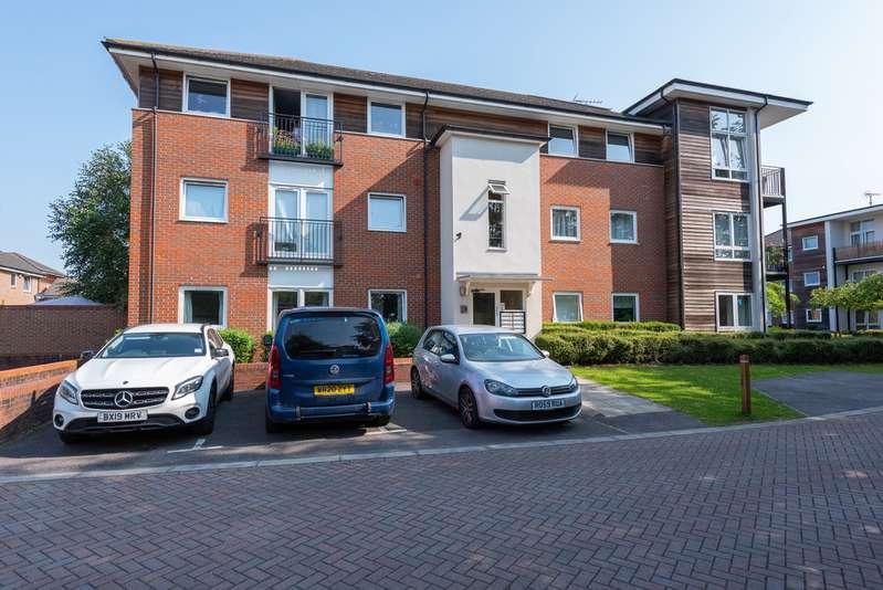 2 Bedrooms Property for sale in Meadow Way, Caversham RG4