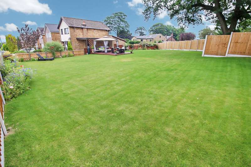 3 Bedrooms Property for sale in Parkgate, Walshaw, Bury