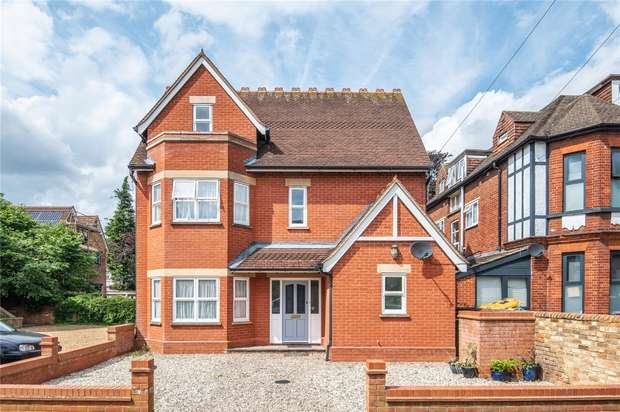 4 Bedrooms Detached House for sale in St Georges Road, Bedford