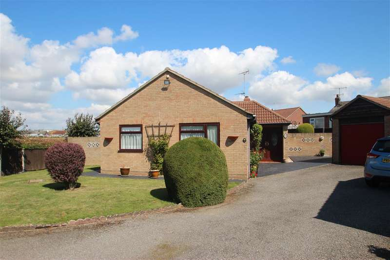 3 Bedrooms Bungalow for sale in George Close, Clacton-on-Sea