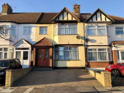 3 Bedrooms Terraced House for sale in Newbury Park, Essex, United Kingdom