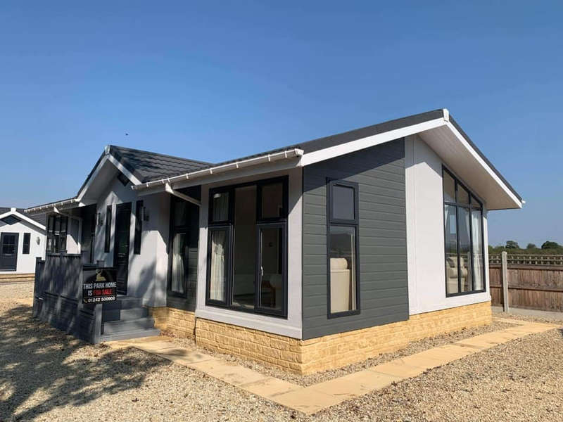 2 Bedrooms Detached Bungalow for sale in Aston Court Park, Aston Cross, Tewkesbury, Gloucestershire
