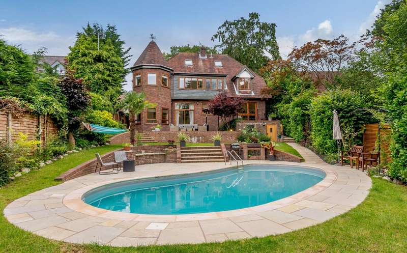 5 Bedrooms Detached House for sale in Beeches Drive, Farnham Common
