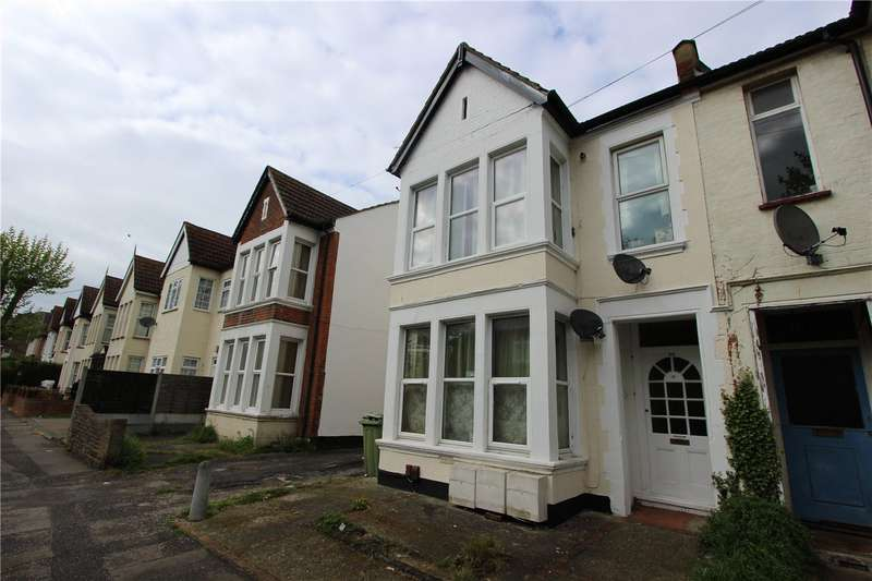 1 Bedroom Flat for sale in St Helens Road, Westcliff On Sea, SS0