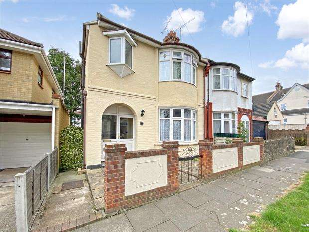 3 Bedrooms Semi Detached House for sale in Inverness Avenue, Westcliff-on-Sea, Essex
