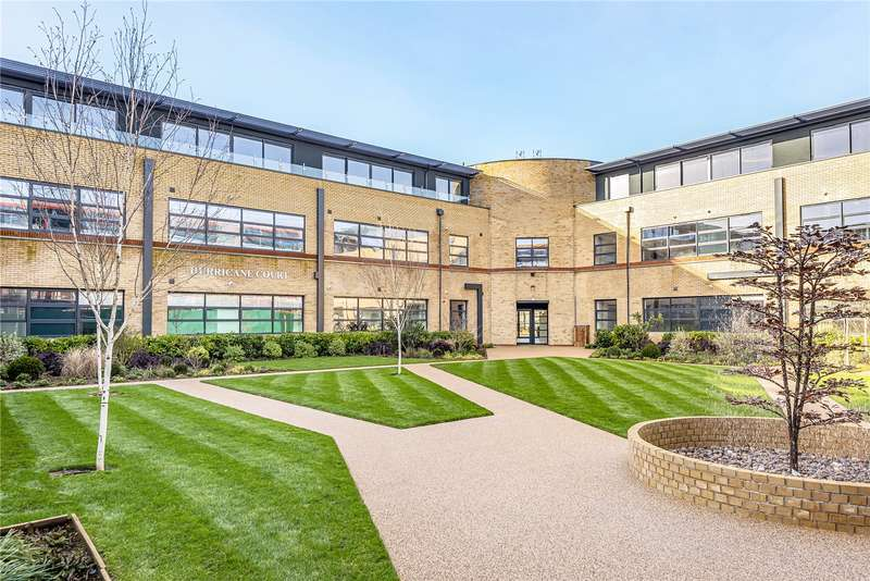 2 Bedrooms Apartment Flat for sale in Hurricane Court, Heron Drive, Langley, SL3
