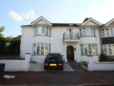 6 Bedrooms Town House for sale in Beccles Drive, Barking