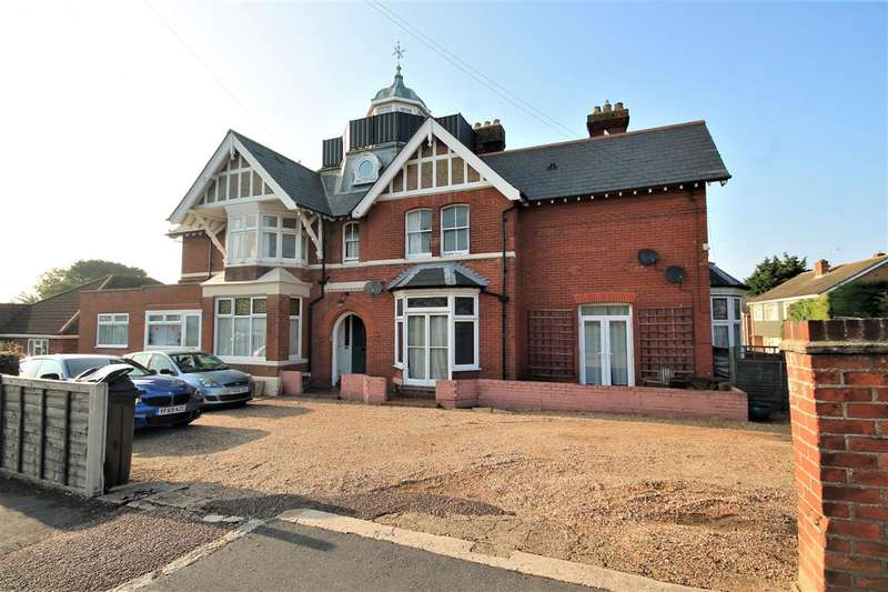 2 Bedrooms Apartment Flat for sale in Holland Road, East Clacton