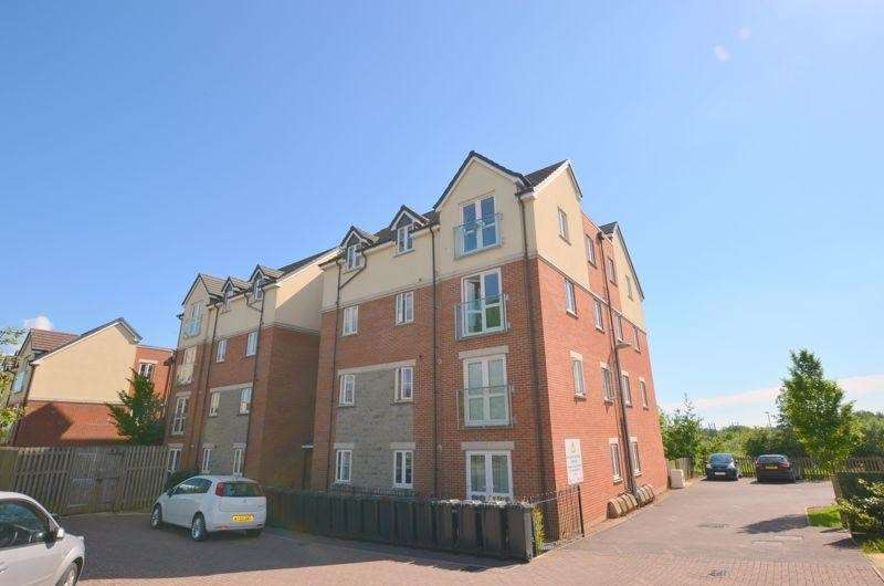 2 Bedrooms Flat for sale in Overstreet Green, Lydney, GL15