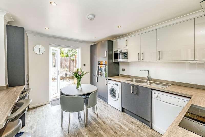 3 Bedrooms Terraced House for sale in Milner Road, Slough, Buckinghamshire, SL1