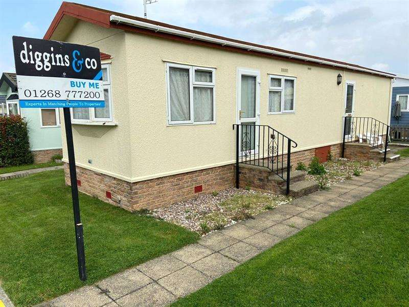 2 Bedrooms Retirement Property for sale in Central Avenue, Tower Park, Hullbridge, Essex, SS5