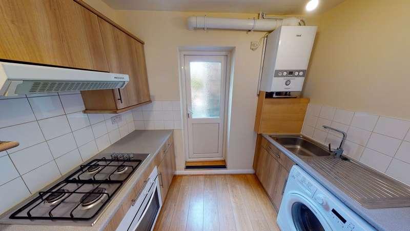 2 Bedrooms Flat for rent in Horns Road, Newbury Park