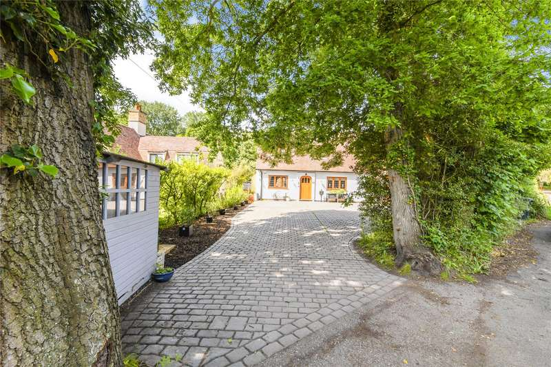 4 Bedrooms Detached House for sale in Park Lane, Herongate, Brentwood