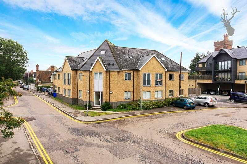 3 Bedrooms Penthouse Flat for sale in Hemnall Street, Epping