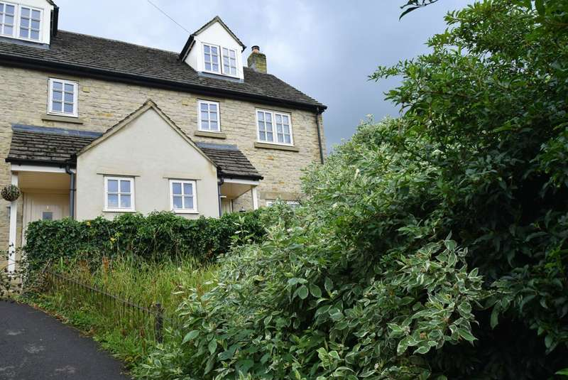 3 Bedrooms Semi Detached House for sale in Old Bristol Road, Nailsworth, Stroud, GL6