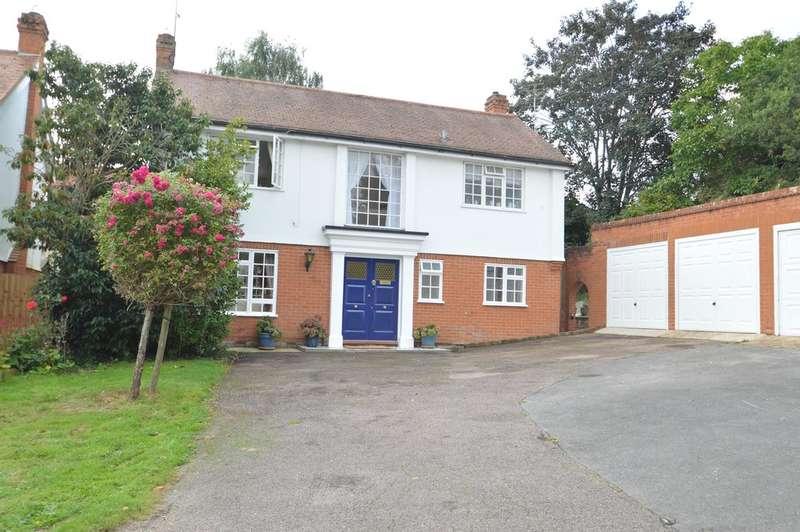 3 Bedrooms Detached House for sale in Monklands Court, Halstead