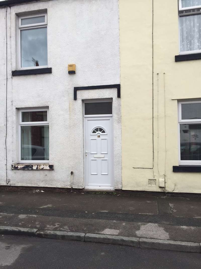 2 Bedrooms Terraced House for rent in Grove Street, Leyland, Lancs PR25