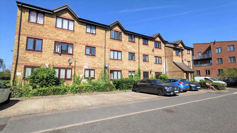1 Bedroom Apartment Flat for sale in Vignoles Road, Romford
