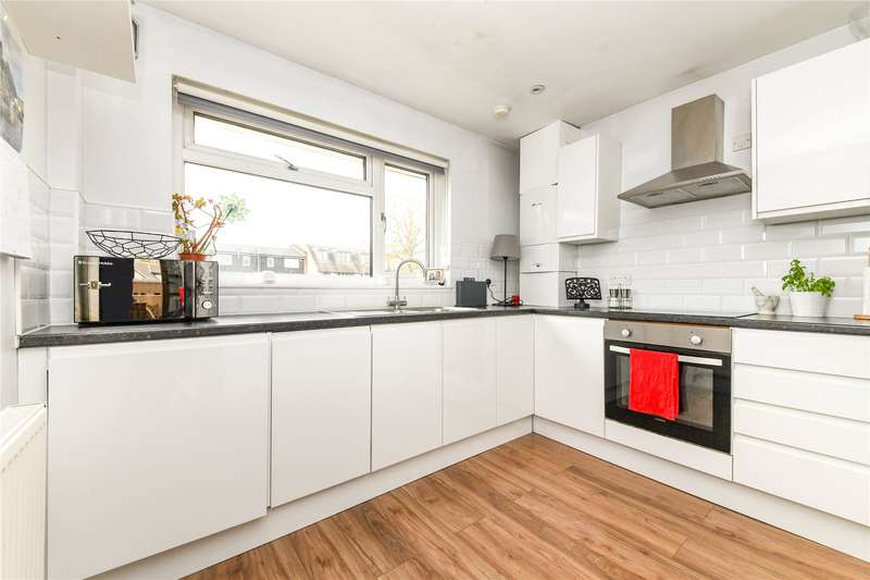 2 Bedrooms Flat for sale in Hunter Avenue, Shenfield, Brentwood