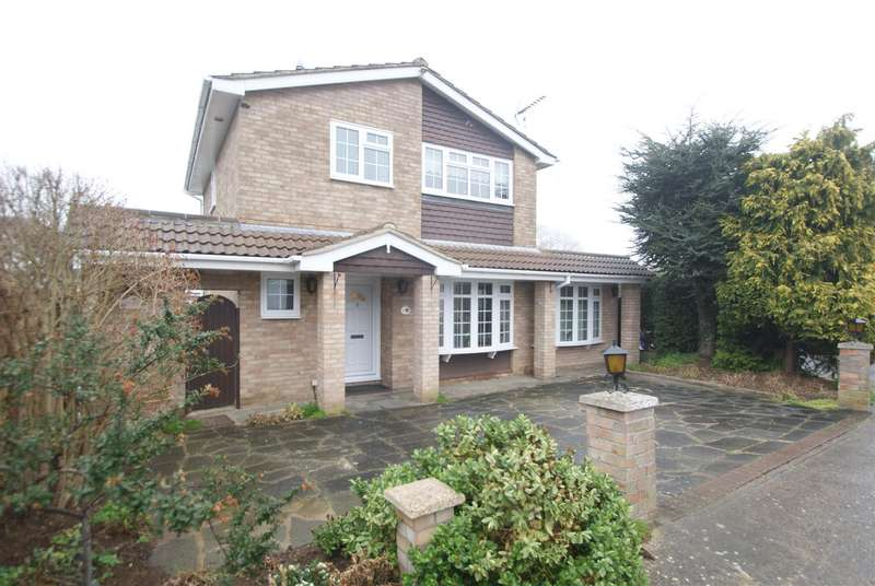 3 Bedrooms Detached House for sale in Tudor Close, Thundersley