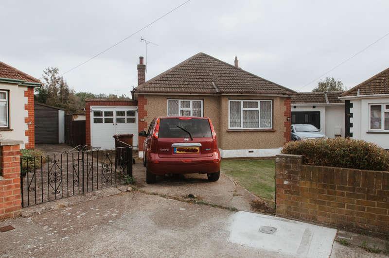 2 Bedrooms Detached Bungalow for sale in Downesway, Benfleet