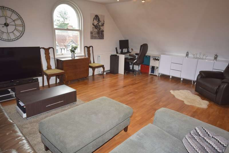 2 Bedrooms Flat for sale in Silver Street, Stansted Mountfitchet