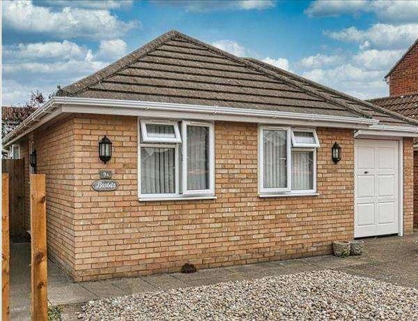 3 Bedrooms Bungalow for sale in Robert Way, Wivenhoe, Essex CO7