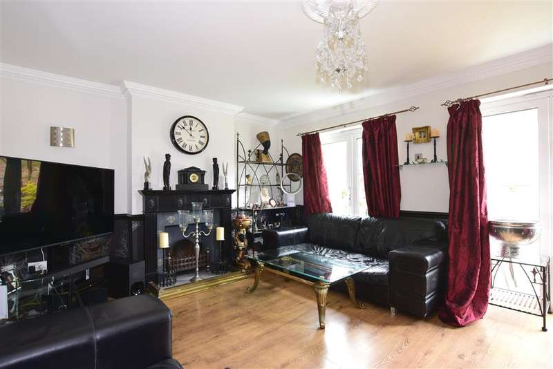 3 Bedrooms Detached Bungalow for sale in Nevendon Road, , Wickford, Essex