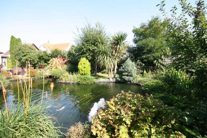 3 Bedrooms Property for sale in Dumont Avenue, Point Clear, St Osyth, Clacton-on-Sea, CO16